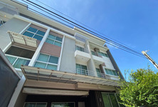 For Sale or Rent 4 Beds Townhouse in Suan Luang, Bangkok, Thailand