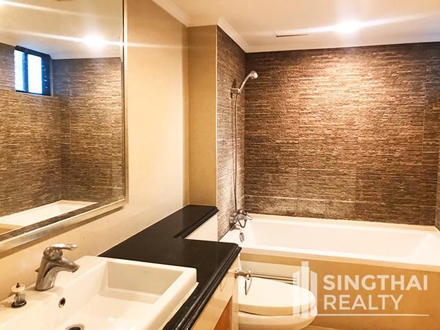 Shanti Sadan - В аренду: Кондо с 3 спальнями возле станции BTS Thong Lo, Bangkok, Таиланд | Ref. TH-ODMSJWQW