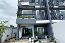 For Sale 5 Beds Townhouse in Saphan Sung, Bangkok, Thailand