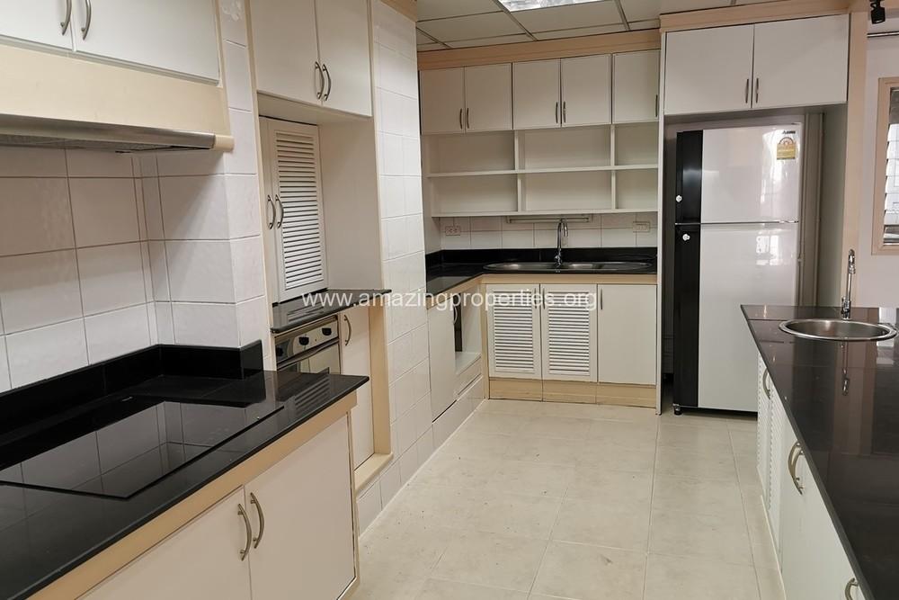 KC Court - For Rent 2 Beds Condo in Watthana, Bangkok, Thailand | Ref. TH-EIGFTTDW