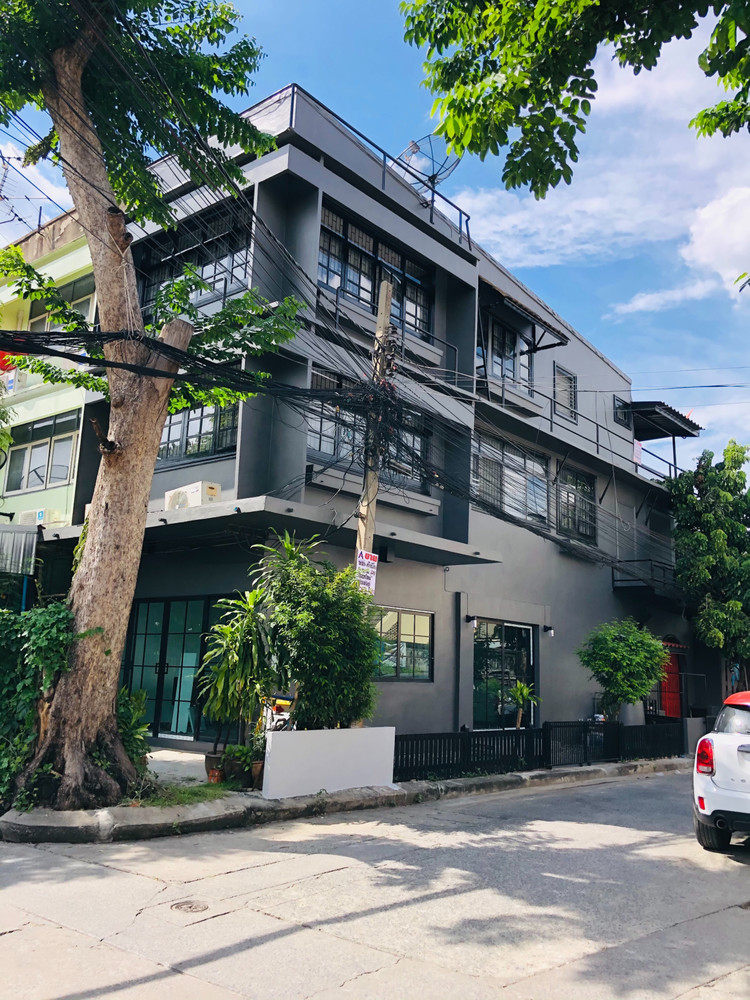 For Sale or Rent 2 Beds Shophouse in Din Daeng, Bangkok, Thailand | Ref. TH-QLFYZSMR