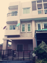 В том же районе - Nong Khaem, Bangkok