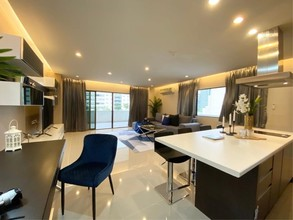 Located in the same area - Park Ploenchit