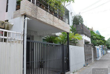 For Sale or Rent 3 Beds タウンハウス in Watthana, Bangkok, Thailand