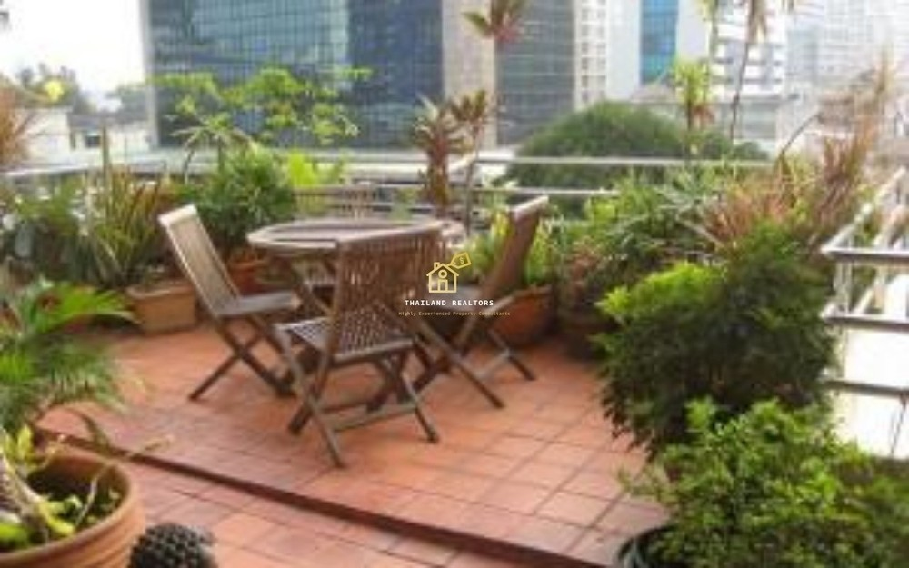 Sampoom Garden - For Rent 2 Beds Condo Near BTS Surasak, Bangkok, Thailand | Ref. TH-VYUMFWXO