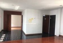 For Sale Office 350 sqm in Khlong Toei, Bangkok, Thailand