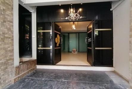For Sale Office 300 sqm in Watthana, Bangkok, Thailand