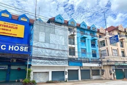 В аренду: Шопхаус 180 кв.м. в районе Si Racha, Chonburi, Таиланд