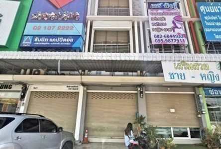 For Sale 3 Beds Shophouse in Mueang Pathum Thani, Pathum Thani, Thailand