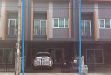 For Sale 3 Beds Townhouse in Mueang Phitsanulok, Phitsanulok, Thailand
