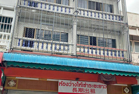 For Rent 8 Beds Shophouse in Mueang Chiang Mai, Chiang Mai, Thailand