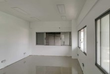 For Sale or Rent Office 100 sqm in Watthana, Bangkok, Thailand