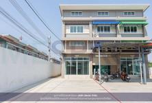 Продажа: Шопхаус с 2 спальнями в районе Bang Bua Thong, Nonthaburi, Таиланд