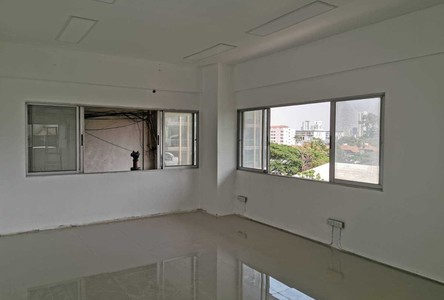 For Sale or Rent Business 100 sqm in Watthana, Bangkok, Thailand