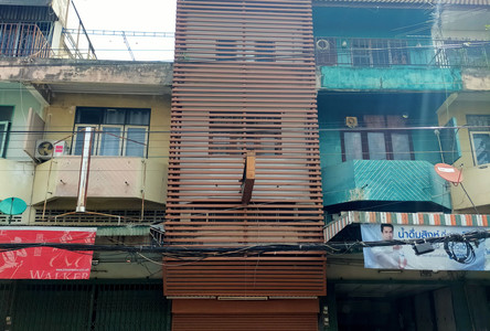 For Rent 6 Beds Shophouse in Mueang Chiang Mai, Chiang Mai, Thailand