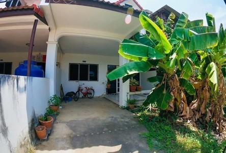For Sale 3 Beds Townhouse in Mueang Phetchaburi, Phetchaburi, Thailand