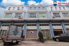 For Sale Townhouse 202 sqm in Phra Samut Chedi, Samut Prakan, Thailand