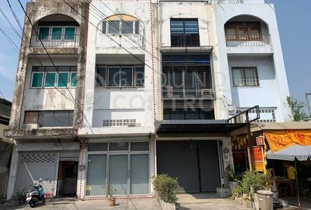 For Sale or Rent Retail Space in Bang Kapi, Bangkok, Thailand