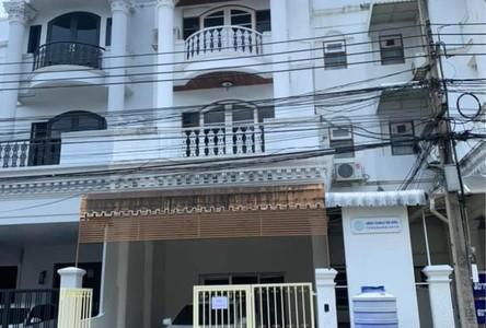 For Rent 5 Beds Townhouse in Phaya Thai, Bangkok, Thailand