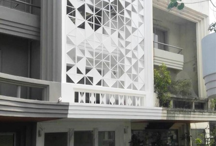 For Sale or Rent 4 Beds Shophouse in Watthana, Bangkok, Thailand