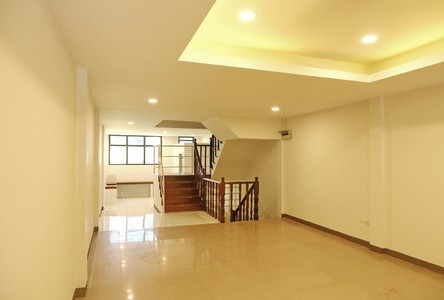 For Sale 3 Beds Townhouse in Pak Kret, Nonthaburi, Thailand