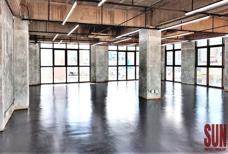 For Rent Office 131 sqm in Khlong Toei, Bangkok, Thailand