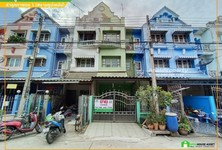 For Sale 4 Beds Townhouse in Lam Luk Ka, Pathum Thani, Thailand
