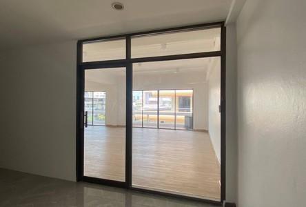 В аренду: Готовый бизнес 80 кв.м. в районе Watthana, Bangkok, Таиланд
