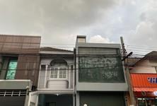For Sale 3 Beds Townhouse in Huai Khwang, Bangkok, Thailand