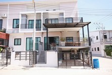 For Sale 3 Beds Townhouse in Pran Buri, Prachuap Khiri Khan, Thailand