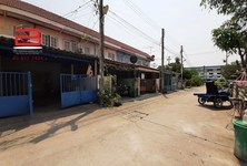 For Sale 3 Beds Townhouse in Mueang Suphanburi, Suphan Buri, Thailand