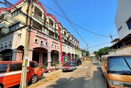Продажа: Дом с 8 спальнями в районе Pak Kret, Nonthaburi, Таиланд