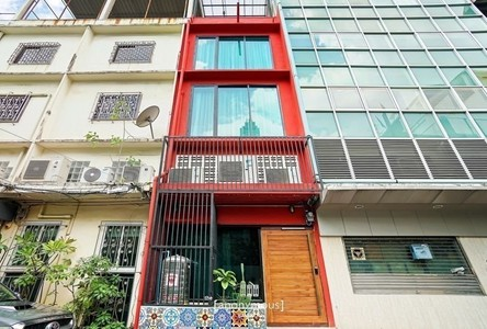 For Sale Retail Space 250 sqm in Bang Rak, Bangkok, Thailand