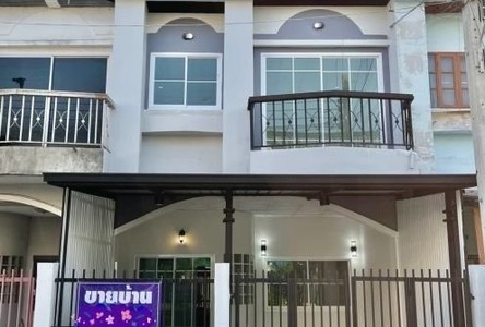 For Sale 3 Beds Townhouse in Sai Noi, Nonthaburi, Thailand