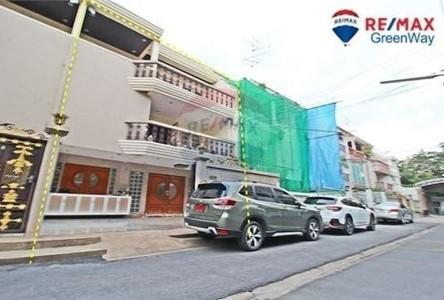 For Sale 5 Beds Townhouse in Bang Kho Laem, Bangkok, Thailand