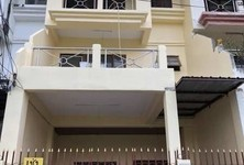 For Rent 4 Beds Townhouse in Mueang Samut Prakan, Samut Prakan, Thailand