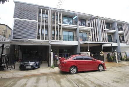 For Sale 3 Beds Townhouse in Phasi Charoen, Bangkok, Thailand