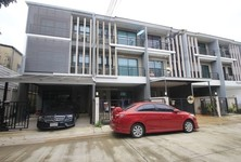 For Sale 4 Beds Townhouse in Phasi Charoen, Bangkok, Thailand
