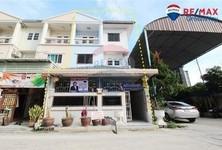 For Sale 4 Beds Townhouse in Bangkok Yai, Bangkok, Thailand