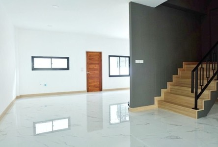 For Sale 4 Beds Townhouse in Suan Luang, Bangkok, Thailand