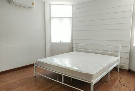 For Sale 6 Beds Townhouse in Pom Prap Sattru Phai, Bangkok, Thailand