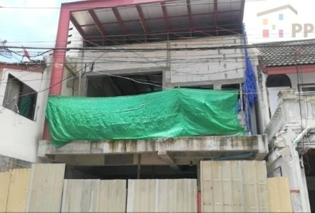 For Sale 3 Beds Townhouse in Watthana, Bangkok, Thailand