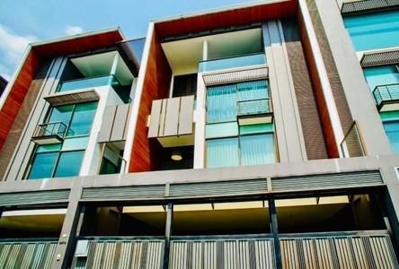 Продажа или аренда: Таунхаус 390 кв.м. в районе Khlong Toei, Bangkok, Таиланд