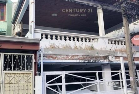 For Sale 4 Beds Townhouse in Huai Khwang, Bangkok, Thailand