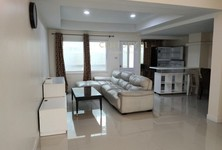 For Sale or Rent 5 Beds Townhouse in Chatuchak, Bangkok, Thailand