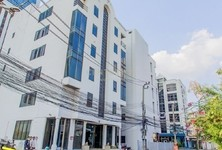 For Sale Retail Space 1,326 sqm in Huai Khwang, Bangkok, Thailand