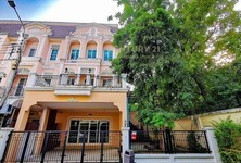 For Rent 5 Beds Townhouse in Phasi Charoen, Bangkok, Thailand