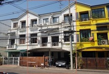 For Sale or Rent 5 Beds Townhouse in Wang Thonglang, Bangkok, Thailand