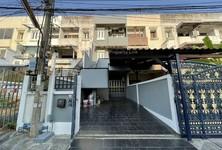 For Rent 4 Beds Townhouse in Din Daeng, Bangkok, Thailand
