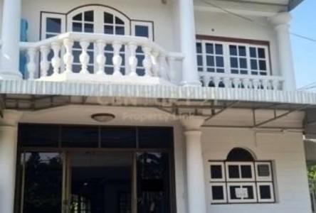 For Rent 3 Beds Townhouse in Watthana, Bangkok, Thailand